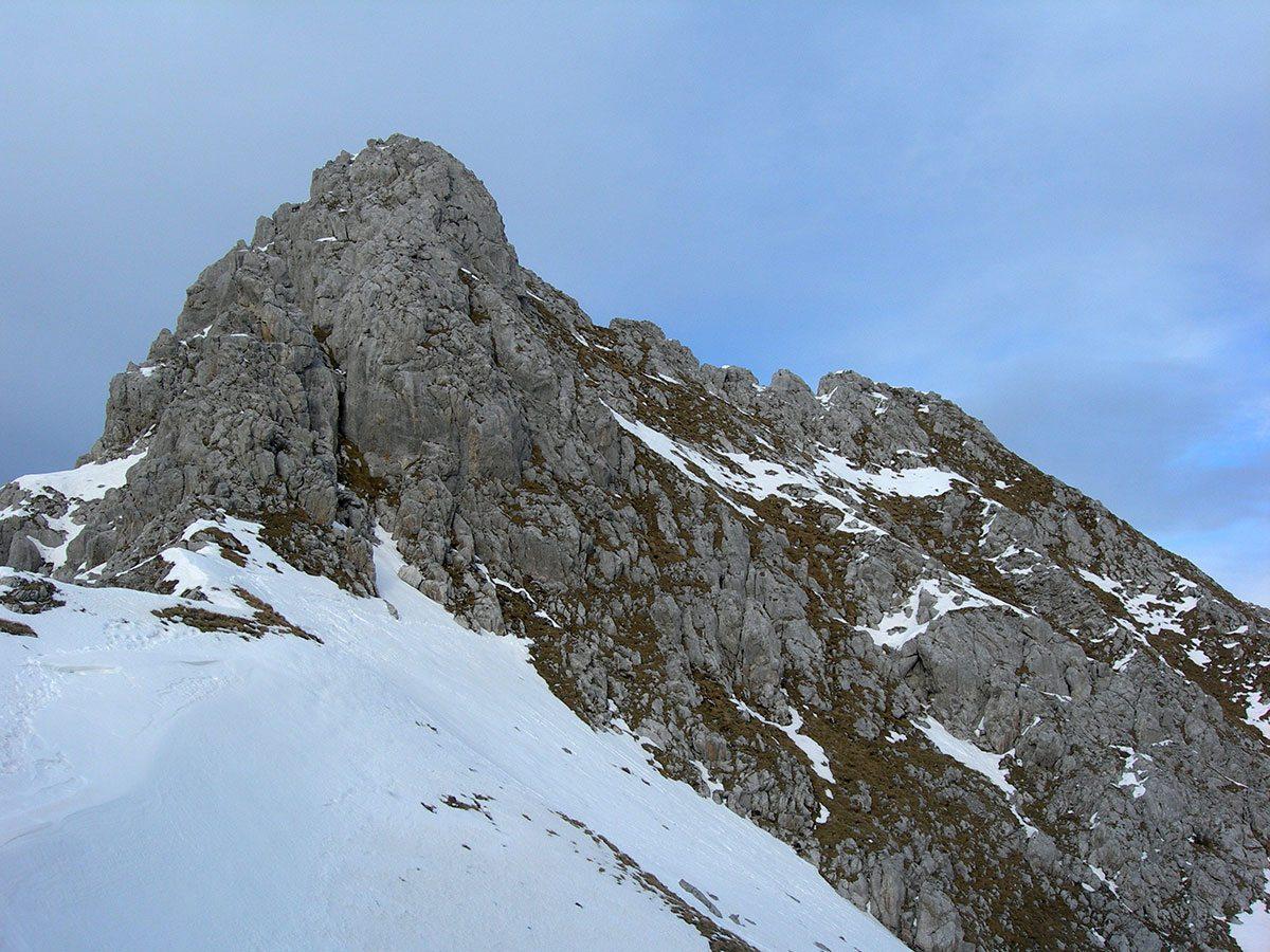 La cima e il versante di discesa