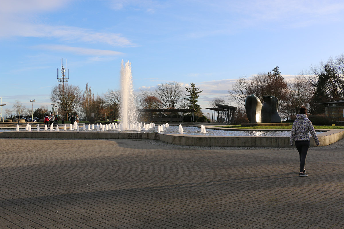 La fontana e il piazzale sommitale del Queen Elizabeth Park