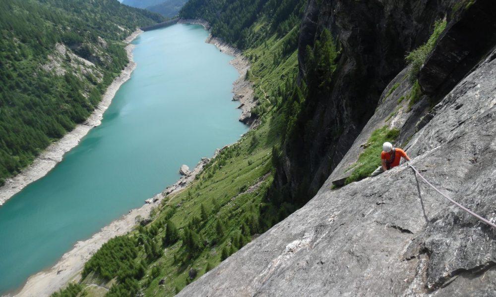 Via freedom arrampicata plaisir a picco sul lago d 39 agaro for Grosso pesce di lago