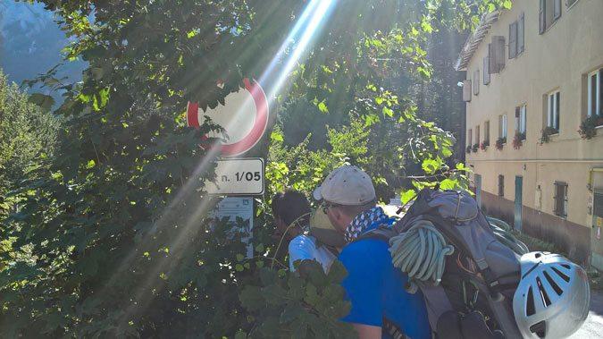 Cercando il sentiero presso l'hotel Felycita