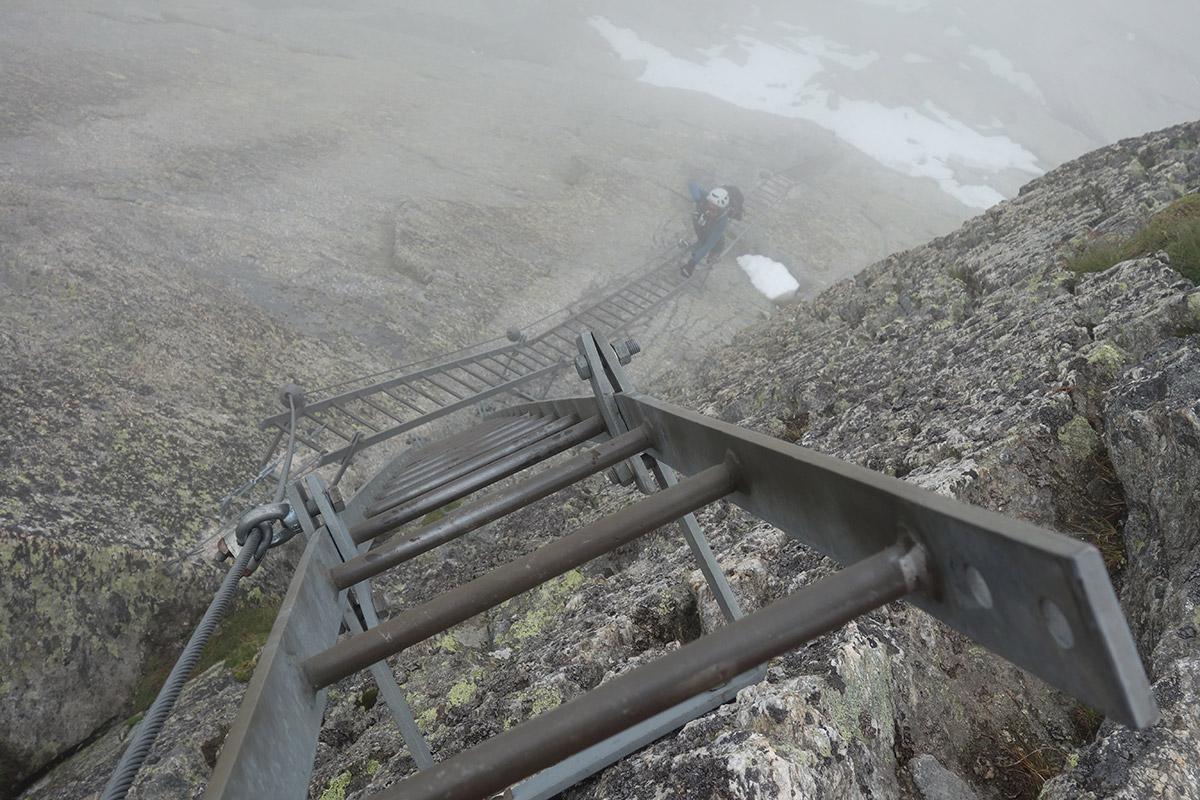 Le scalette della Ferrata del Lago