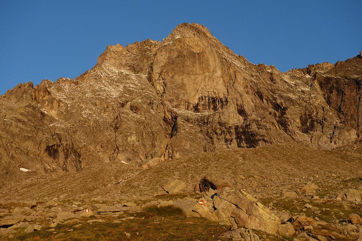 La 'big wall' del Pizzo di Loranco baciata dai primi raggi del sole