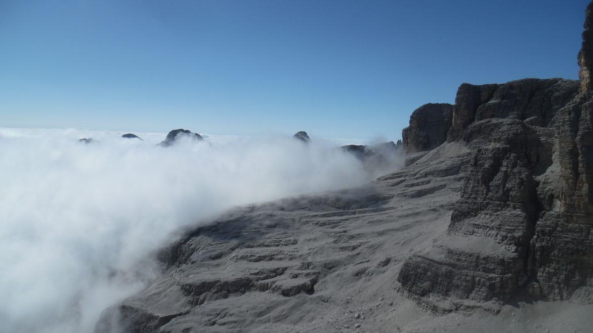 Mare di nubi verso la Sella di Tosa