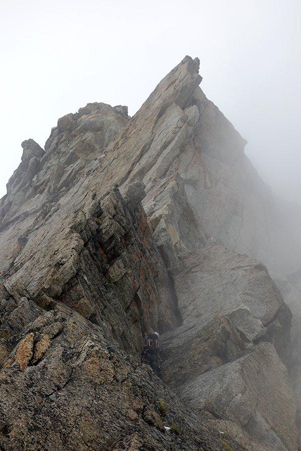 L'immancabile nebbia sugli ultimi tiri della Cresta del Lago Maggiore