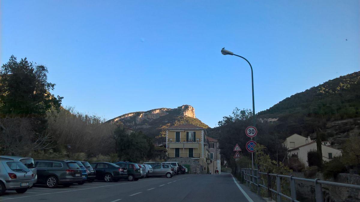 La Rocca di Corno al sole già di prima mattina