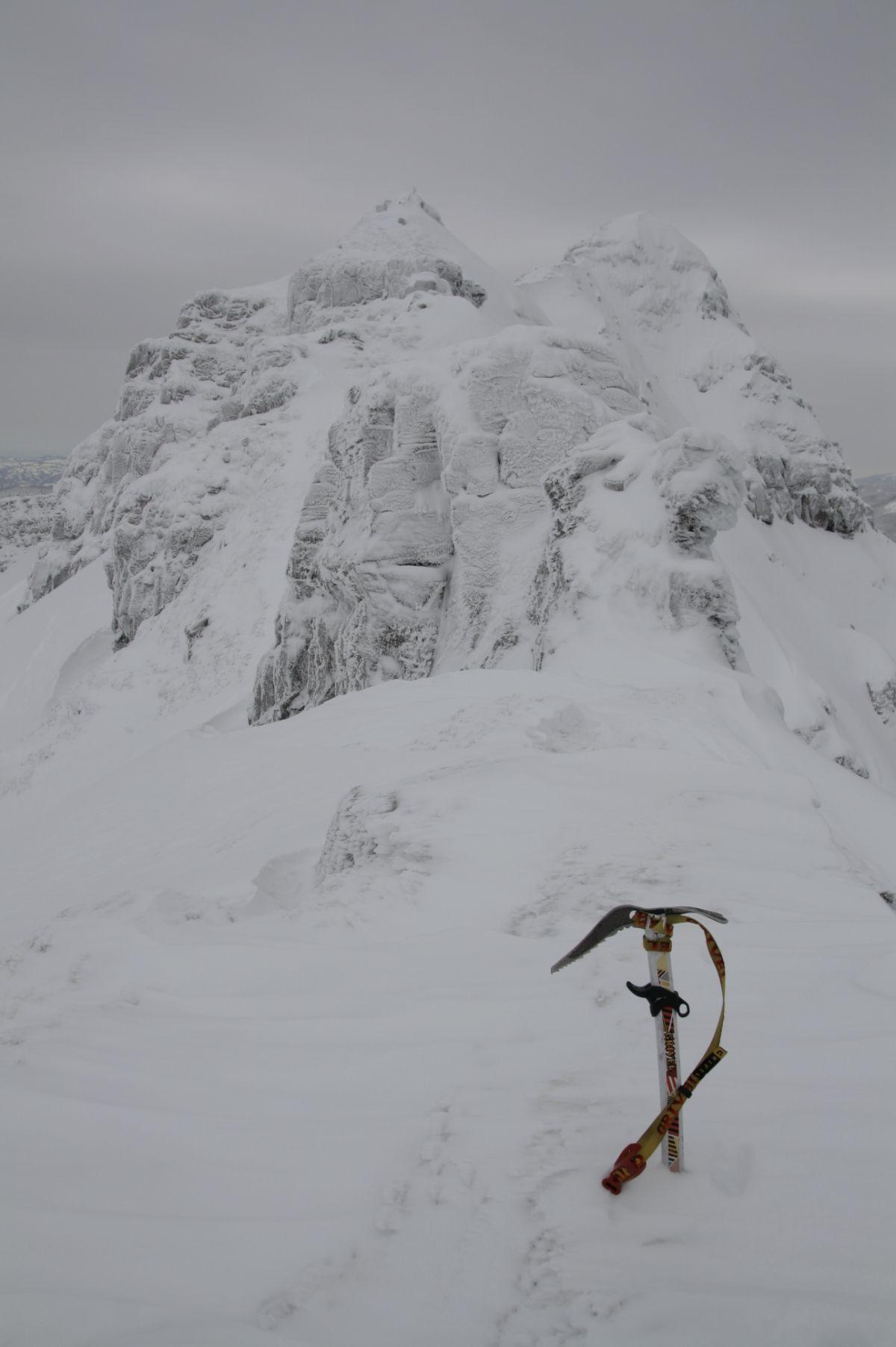Il tratto chiave della cresta gonfio di neve