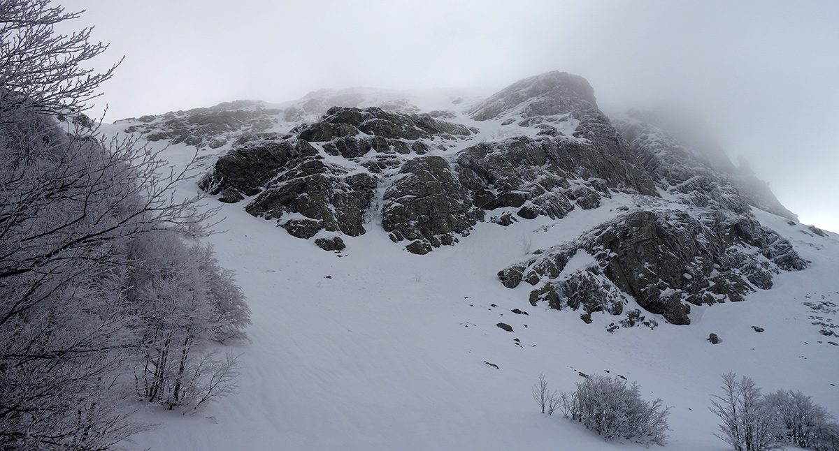Il settore sinistro della parete Ovest dello Scala, con al centro la Cascata della Mano