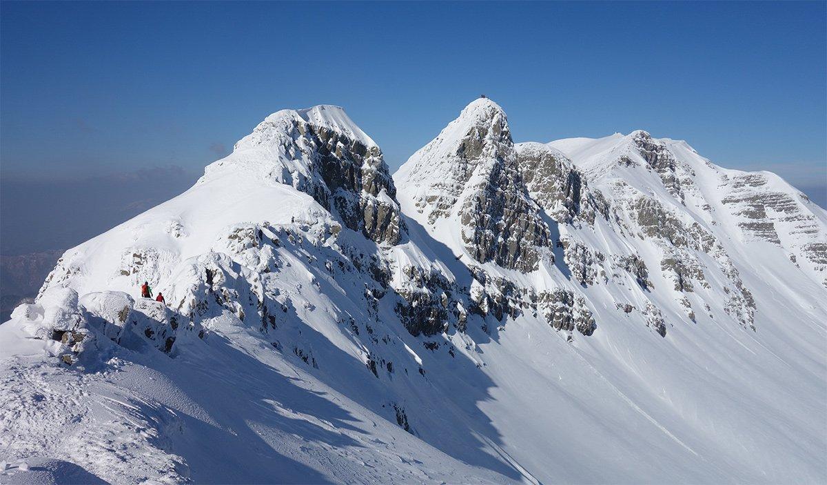 La cresta vista dal Passetto, in primo piano La Porticciola e l'Altaretto