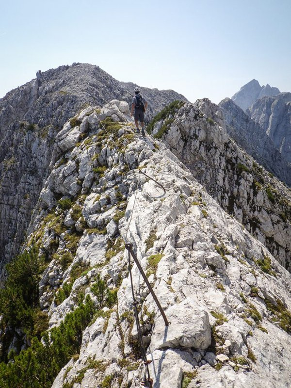 La cresta delle Ponze, in secondo piano Veunza e Jalovec