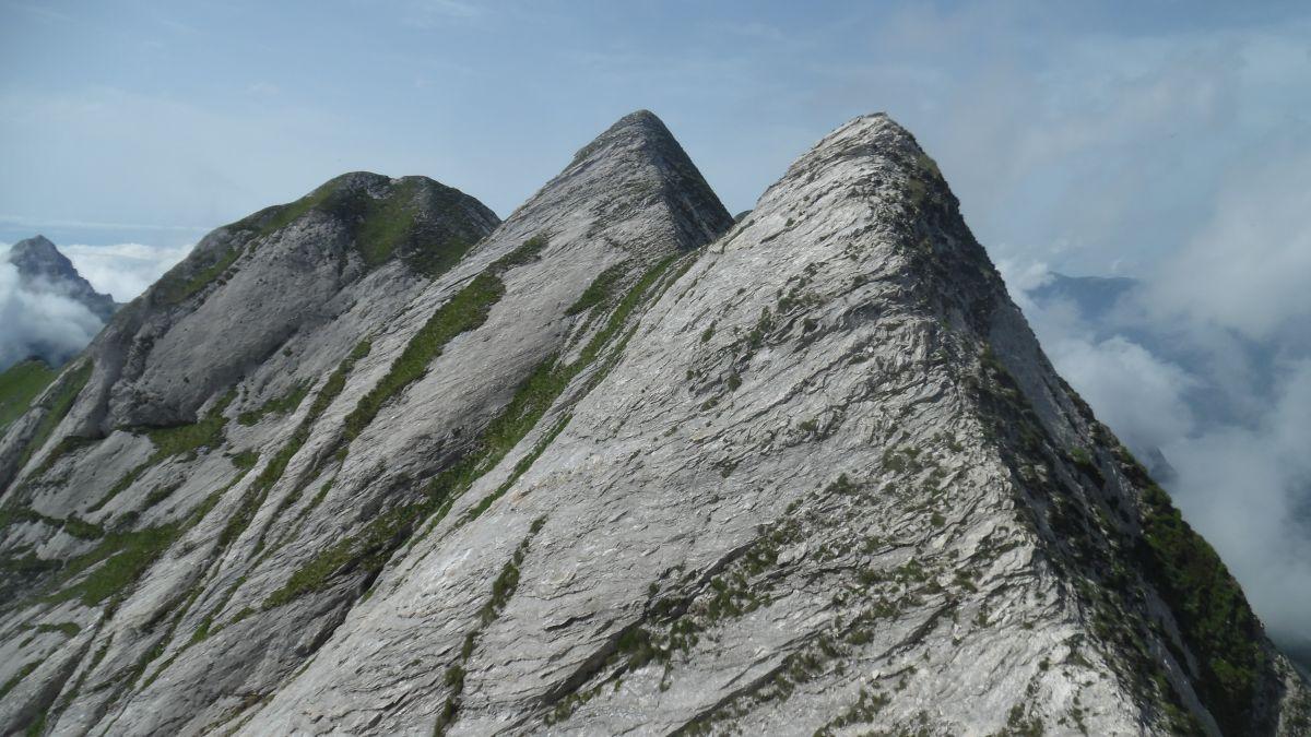 La cresta del Cavallo: da sx cima nord, cima principale e quota 1874