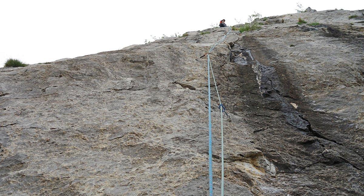 Bella roccia compatta sul secondo tiro