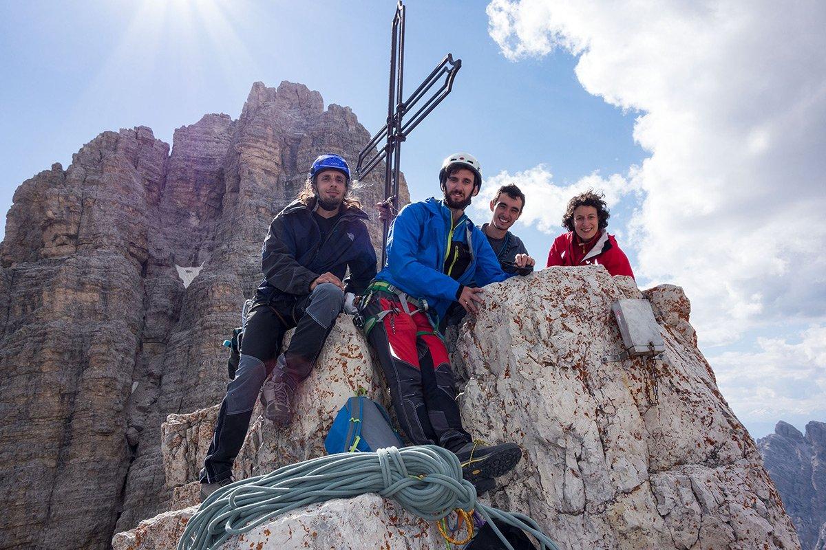 Foto di vetta (da sinistra Misha, Federico, Luca e Mariana)