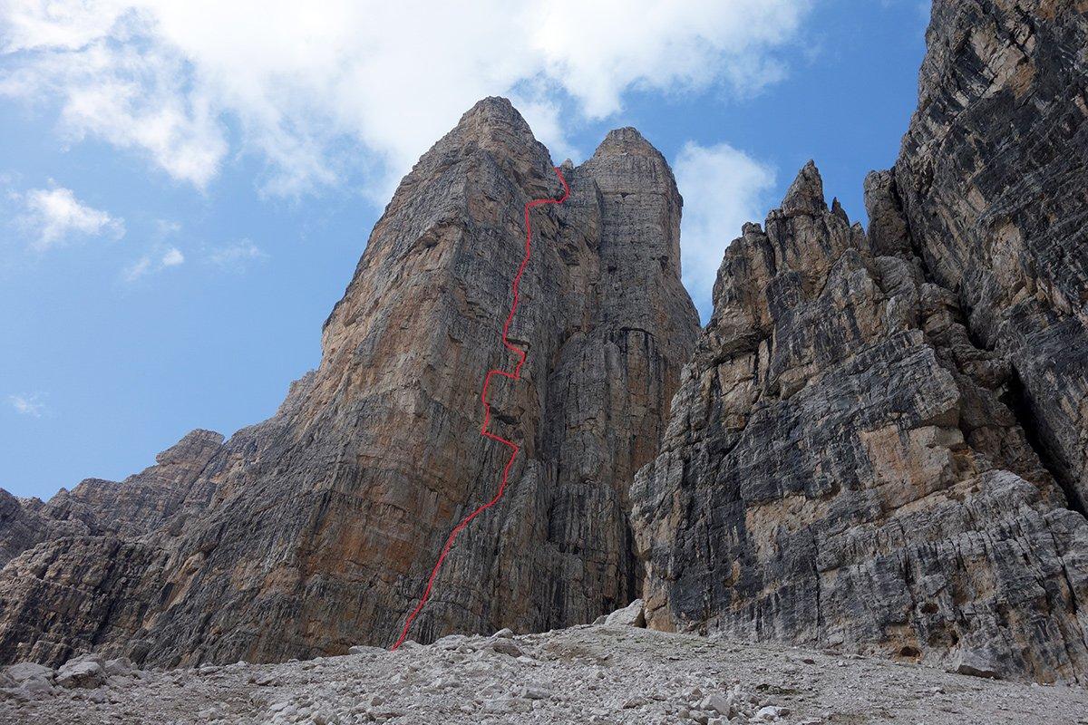 La parete Sud dello Spallone e del Campanile Basso. in rosso il tracciato della via