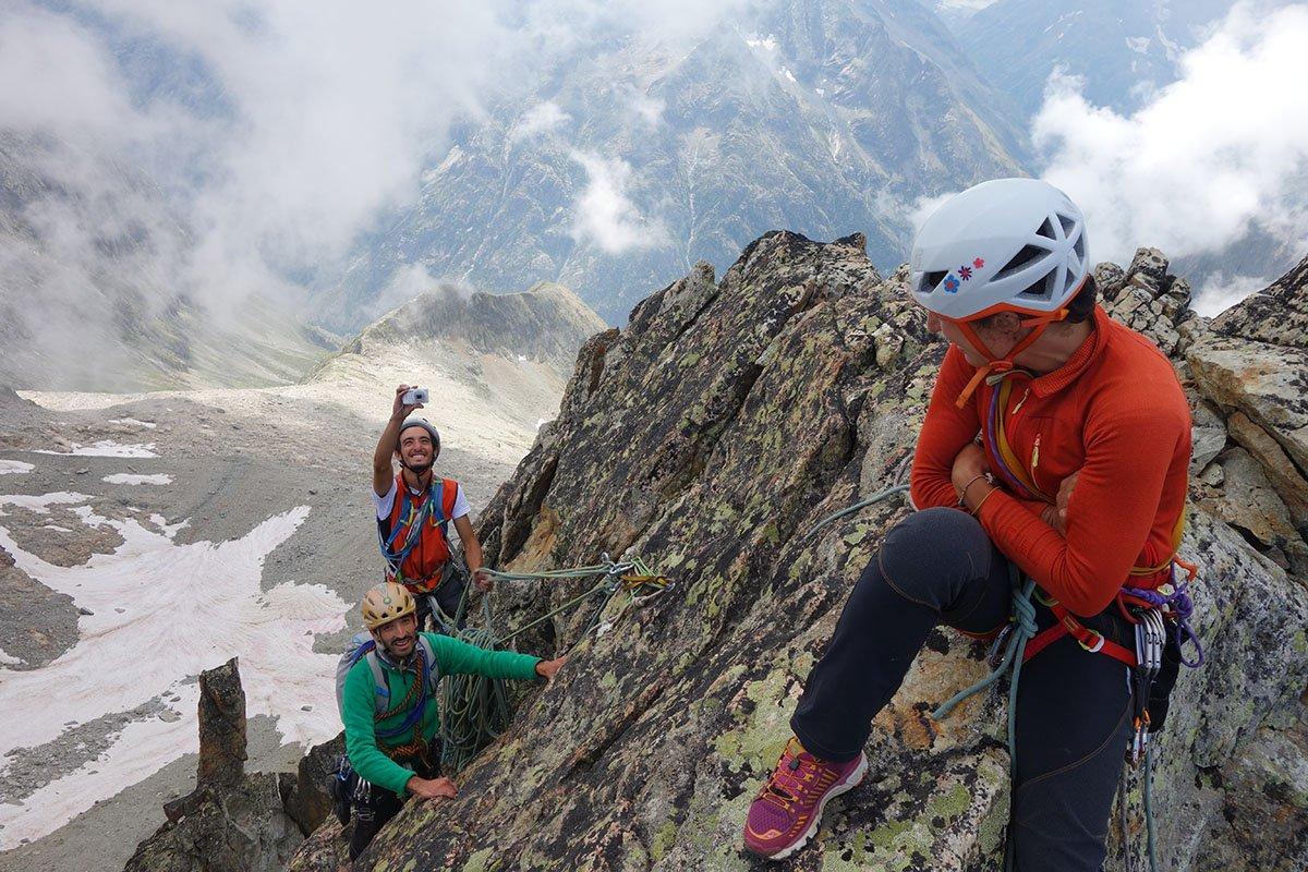C'è chi aspetta, chi arrampica e chi fotografa (2)