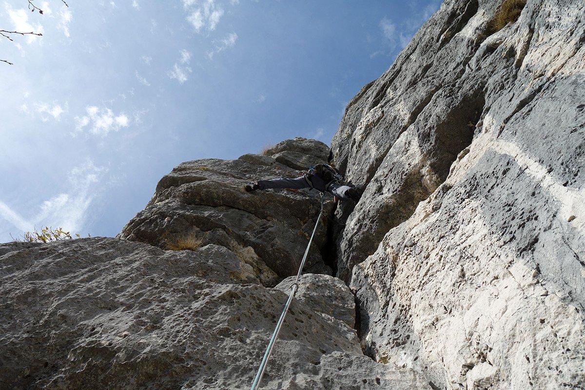 Bell'arrampicata sul diedro del quarto tiro