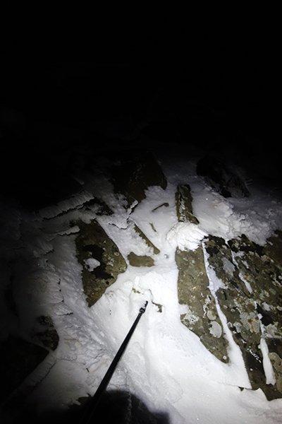 Foto inutile ma sul ripido solo neve farinosa vicino alle rocce