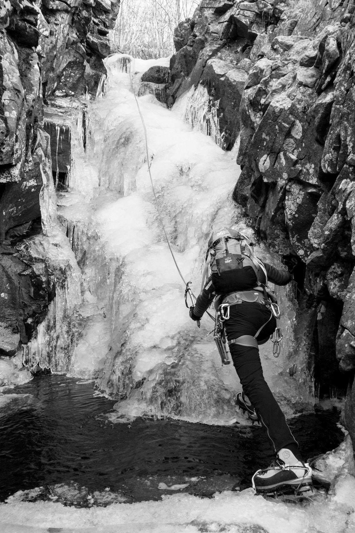 Passaggi delicati sulla Cascata del Lago Scuro