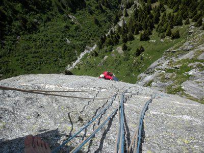 Francesco in uscita su L7, splendidi movimenti su roccia super lavorata, VIII- (Foto L. Berio)