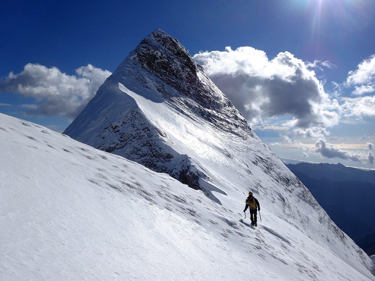 Bell'innevamento e atmosfera invernale nel tratto verso la cima centrale (inverno 2015)