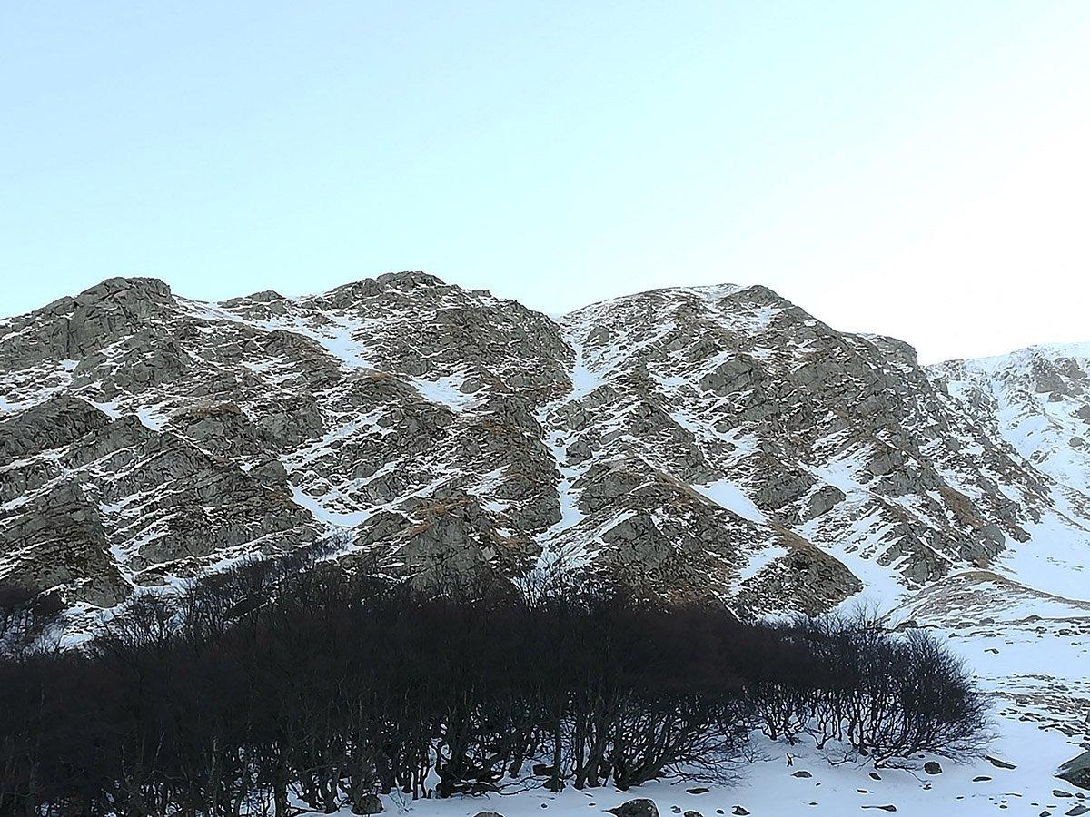 La parete Ovest dell'Alpe con la bella linea del Canale del Masso (14/02 @Luca Castellani)
