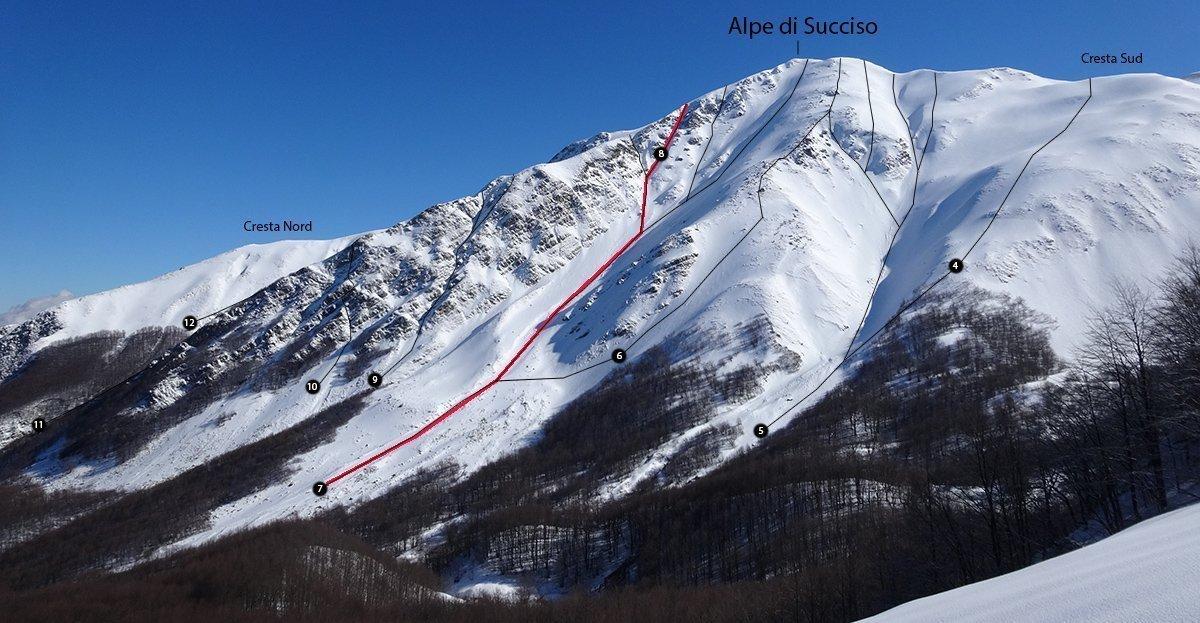 Il versante Ovest dell'Alpe di Succiso, in rosso il Canale Ovest e il Canale dell'Ombra